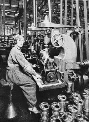 01-donne-al-lavoro-in-fabbrica